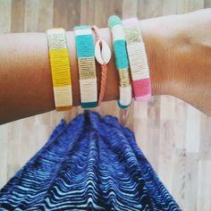 Bracelet jonc tissé fil coton vert, beige et doré, cadeau original pour femme style hippie : Bracelet par menina-for-mathis