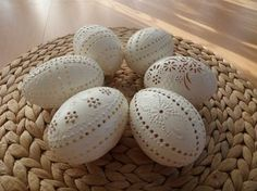 klikni pro další 113/142 Carved Eggs, Egg Art, Easter Eggs, Carving, Fun, Madeira, Manualidades, Joinery, Fin Fun