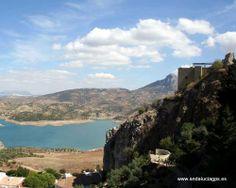 """#Cádiz - Zahara de la Sierra - Pantano - 36º 50' 25"""" -5º 3' 25"""" / Pantano en el parque natural de Zahara de la Sierra, a los pies del Monte Prieto. Zahara el último pueblo enclavado en el macizo occidental más sobresaliente de las Cordilleras Béticas. De naturaleza caliza, es también el conjunto montañoso más alto y escarpado de la provincia gaditana, alcanzando en el pico del Torreón,"""