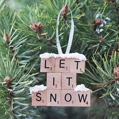 Nothing can beat homemade Christmas Ornaments & Christmas Crafts. Here are easy DIY Christmas Ornaments to make your Christmas Decorations feel personal. Christmas Tunes, Noel Christmas, Winter Christmas, Outdoor Christmas, Rustic Christmas, Vintage Christmas, Christmas Cards, Amazon Christmas, Purple Christmas