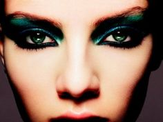 Need to update your fall style? Check out our recap of all the major Fall makeup trends for 2012 that will keep you looking your very best right into Blue Eye Makeup, Fall Makeup, Eye Makeup Tips, Makeup Trends, Beauty Makeup, Makeup Ideas, Peacock Makeup, Mermaid Makeup, Bright Makeup