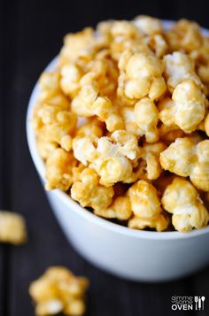 Homemade Caramel Corn *easy to make. Crunchy, salty and sweet! I had 9 cups of going stale popcorn and it crisped up in the oven with the sauce on top! Homemade Carmel Corn, Caramel Corn Recipes, Yummy Snacks, Healthy Snacks, Snack Recipes, Cooking Recipes, Dessert Recipes, Cooking Stuff, Savory Snacks