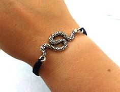Snake Bracelet Macrame Snake Bracelet Antique by OneiricHearts, €8.50