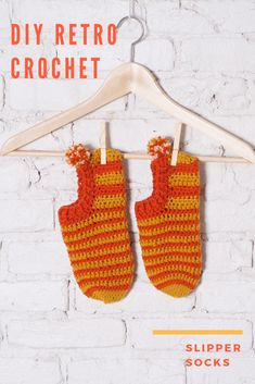 these cute, retro-inspired They make a cozy treat, and a great gift. Pattern by Vickie Howell Crochet Socks Pattern, Crochet Hooks, Knitting Patterns, Knit Crochet, Crochet Patterns, Sock Crafts, Crochet Crafts, Felted Slippers, Crochet Slippers