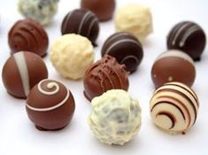 Delicious Chocolate-Lovers Tour of London with Seven Tastings Chocolate Sweets, Chocolate Truffles, Chocolate Recipes, Delicious Chocolate, Chocolate Lovers, Köstliche Desserts, Delicious Desserts, Dessert Recipes, Yummy Food