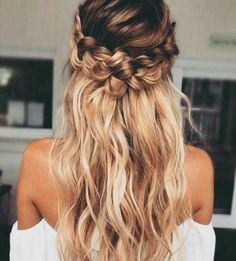 Love this hairstyle!! Perfect in color and beautifully worn!