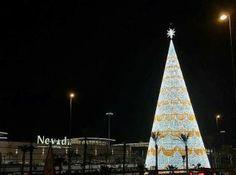 El árbol de Navidad más grande de Europa, en la entrada del Centro Comercial Nevada en Armilla. Granada, Nevada, Tower, Shopping Center, Europe, Rook, Grenada, Computer Case, Building