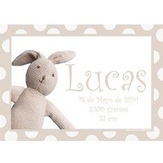 Cuadro personalizado conejo con nombre, fecha y más en 3 colores.  Precioso lienzo de 35cm x 25cm en bastidor para colgar en la habitación del bebé. Podemos incluir el texto que quieras e incluso fotos. Precio: 48 €