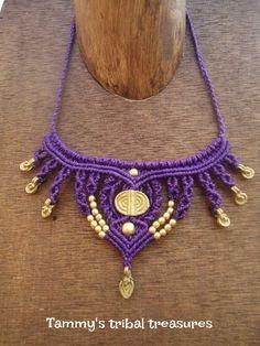 necklace violet Collar Macrame, Macrame Necklace, Macrame Jewelry, Macrame Bracelets, Diy Jewelry, Crochet Necklace, Micro Macramé, Macrame Design, Macrame Art