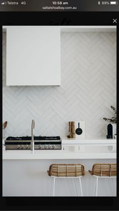 kitchen splashbacks Consider this important picture and look at the here and now important info on Kitchen Splashback Ideas Kitchen Backplash, Kitchen Splashback Tiles, Splashback Ideas, Kitchen Interior, Kitchen Decor, Herringbone Backsplash, Home Renovation, Home Kitchens, Kitchen Remodel