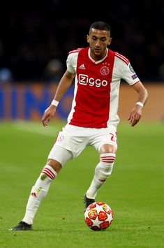 Hakim Ziyech of Amsterdam runs with the ball during the UEFA Champions League Quarter Final first leg match between Ajax and Juventus at Johan Cruyff Arena on April 10, 2019 in Amsterdam, Netherlands.