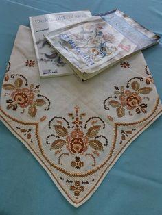 Çok eski model bulduk Cross Stitch Art, Cross Stitch Embroidery, Cross Stitch Patterns, Hobbies And Crafts, Diy And Crafts, Handmade Baby Clothes, Crochet Tablecloth, Filet Crochet, Blackwork