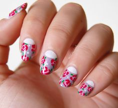 Más nail art.: NOTD: Uñas con media luna y flores primaverales.