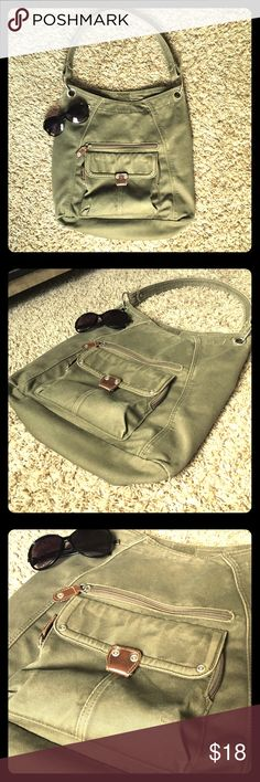 ✌🏼army green vintage 💼 bag I LOVE this purse! I've gotten SO MANY compliments on it! It's durable, basic, classic and vintage. Goes with so many looks! Perfect size for fitting notebooks and makeup bags but NOT too big either. The body is approximately 8-9 inches wide and around 12 inches high (not including shoulder strap). Bags