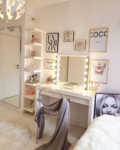 32 DIY Makeup Room Ideas With Design Inspiration Organizer amp; Picture Girls makeup room style The post 32 DIY Makeup Room Ideas With Design Inspiration Organizer amp; Picture appeared first on Slaapkamer ideen. Cute Room Decor, Small Room Decor, Room Decor Bedroom, Bedroom Ideas, Bed Room, Bedroom Designs, Bedroom Curtains, Bedroom Lighting, Ikea Room Ideas