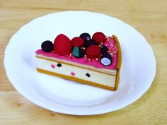ベリーズタルト:Cake made ​​of Japanese crepe. Japanese Crepes, Kawaii Dessert, I Hate My Life, Traditional Japanese, Japanese Culture, How To Make Cake, Breads, Deserts, Sweets