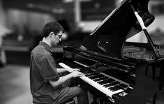 La page d'accueil des cours gratuits de piano en ligne d'Unpianiste. Venez visiter le site, y découvrir ses nombreuses partitions arrangées, ses nombreux tutoriels et bien sûr, sa méthode exclusive pour apprendre à jouer au piano !