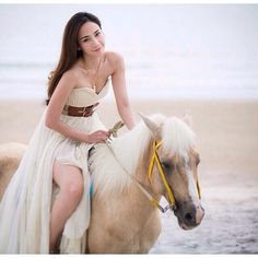 Asian Beauty  Double tap and tag your friends! #AsianDate #repost #girl #beach #love #horse #animal #beautiful #photooftheday #bestoftheday #instagood #asian  Share and enjoy! #asiandate