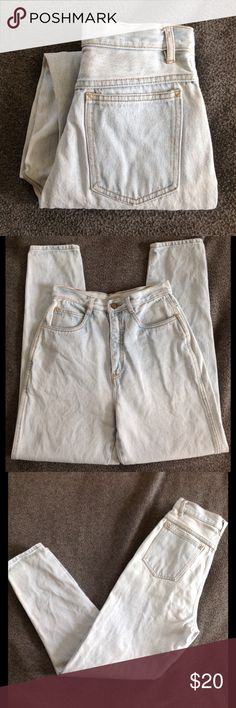 1980s high waisted light wash jeans 100% cotton jeans. High waisted with a tapered leg. In very good condition. The brand is RIO by STEPHEN MARDON.  tag says size 9. I measure them at 26 inches at the waist, approximately 12 inch rise, hips are about 18 1/2 inches inseam is about 28 1/2 inches, and ankles are about 11 inches around. Color may look different on your screen. Vintage Jeans