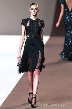 маленькое черное платье с кружевными вставками