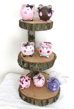 Customized Piggy Bank Painted Piggy Bank por MollieBurd en Etsy Wooden Piggy Bank, Piggy Banks, Cute Piggies, Flying Pig, Little Pigs, Paper Mache, Projects To Try, Diy Crafts, Shapes