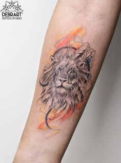 Best Tattoos Of All Time Deborah Genchi is an amazing tattoo artist She owns DebrArt Tattoos in Bari, Italy. Her tattoos are so popular these days Back Tattoo Women, Tattoos For Women Small, Small Tattoos, Family Tattoos, Couple Tattoos, Tattoos For Guys, Tattoo No Peito, Watercolor Lion Tattoo, Single Rose Tattoos