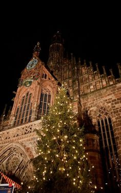 Unsere Liebe Frau Church - Christkindlesmarkt Nuremberg, Germany | Flickr - Photo by Nataraj Metz
