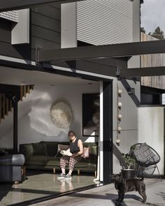 This modern home seamlessly blended its indoor and outdoor spaces, framed with Exotec Facade Panels and James Hardie Weatherboards.