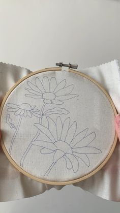 Simple Embroidery Designs, Hand Embroidery Patterns Flowers, Hand Embroidery Videos, Embroidery Stitches Tutorial, Hand Embroidery Art, Embroidery Techniques, Projects, Crafts, Rope Crafts
