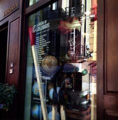 """Escaparatismo en las librerías con motivo de """"Malaga 451. La Noche de los Libros"""" organizado por Centro Cultural la Térmica. * Librería Mapas y Compañía"""