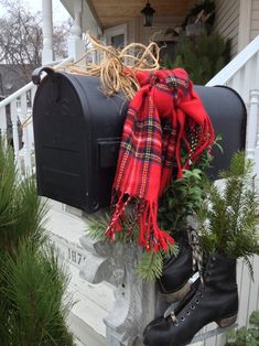 Looking for Christmas yard decoration ideas? Here's some beautiful collection of Christmas yard decor pictures. Far or near, when Christmas comes chiming its way, all and any road leads back to h. Tartan Christmas, Christmas Porch, Country Christmas, Winter Christmas, Christmas Ideas, Christmas Crafts, Winter Porch, Holiday Ideas, Primitive Christmas
