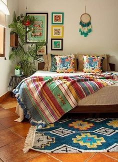 indian home decor 35 Stunning Traditional Indian Carpet Designs Ideas For Living Room To Try Indian Room Decor, Indian Bedroom, Ethnic Home Decor, Indian Living Rooms, Colourful Living Room, Home Decor Furniture, Home Decor Bedroom, Living Room Decor, Decor Room