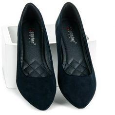 Zamszowe Baleriny CASTALIA granatowe Balerinki CASTALIA idealne buciki na co dzień. Wykonane z zamszu ekologicznego. Są bardzo wygodne i miękkie. Wystarczy, że wsuniesz je na nogi i już możesz iść na letnie spotkanie z przyjaciółmi. Wkładka jest wyprofilo