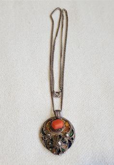 alte Kabylengrosse silber anhänger kette mit emalien ,edel koralle und silber münze von etuareg auf Etsy