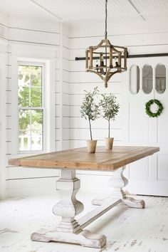 This farmhouse table will be stunning in your home. Farmhouse Table Decor in Modern White Farmhouse This farmhouse table will be stunning in your home. Farmhouse Table Decor in Modern White Farmhouse White Farmhouse Table, Farmhouse Kitchen Tables, Farmhouse Furniture, Kitchen Furniture, Country Furniture, Farmhouse Decor, Antique Farmhouse, Rustic Decor, Tuscan Decor