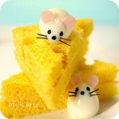 Mus musculus  and pumpkin sponge cake