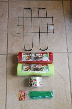 Miss Kopy Kat: Curly Deco Mesh Mailbox Topper (Halloween Manualidades Tumbas) Deco Mesh Crafts, Wreath Crafts, Diy Wreath, Diy Crafts, Tulle Wreath, Wreath Making, Wreath Ideas, Wreath Bows, Christmas Mailbox Decorations