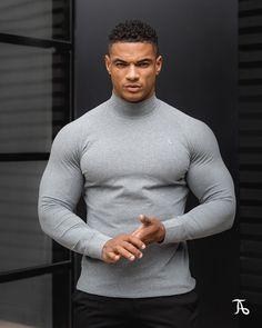 The TAILORED ATHLETE Turtle Neck. Specifically engineered using a luxurious suede-like cotton to be wearable as both an under-layer or stand alone top. Compression T Shirt, Beautiful Men Faces, Muscular Men, Gym Shirts, Sport T Shirt, Shirt Men, Workout Wear, Gym Men, Long Sleeve Shirts