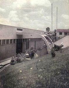 Escolas Agrupadas Municipais de Vila Santa Isabel (1964) Atual EMEF Bartolomeu Lourenço de Gusmão. Entrada pela Rua Picinguaba