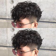 七五三掛 慎二さんはInstagramを利用しています:「シャインオーバーが良き(^ ^) #刈り上げマッシュ#パーマ#黒髪#shimetech#シメテク#ハチのディスコネが肝」 Men Haircut Curly Hair, Undercut Curly Hair, Short Shaved Hairstyles, Tomboy Hairstyles, Haircuts For Wavy Hair, Wavy Hair Men, Curly Hair Cuts, Permed Hairstyles, Cut My Hair