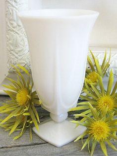 Vintage White Milk Glass Vase | Boho Home Decor Fostoria Glass, Fenton Glass, Vintage Vases, Vintage Glassware, Westmoreland Glass, Milk Glass Vase, Imperial Glass, Carnival Glass, Leche