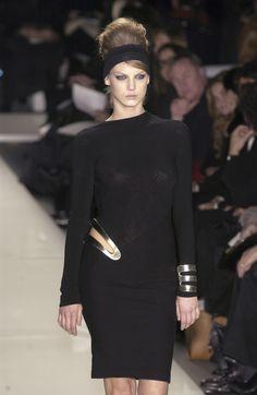 Angela Lindvall at Donna Karan F/W 2003 Vintage Fashion 90s, Donna Karan, Fasion, Fashion Models, Runway, High Neck Dress, Chic, Fall, Black