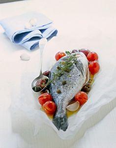 Orata con pomodori e olive nella confettura