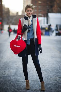 Strolling NYC, Gigi coordinated a bright, cheeky tote with her colorblocked J.Crew coat. Image Source: Getty / Timur Emek
