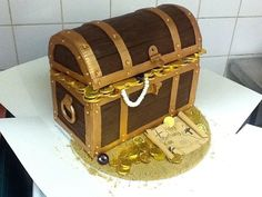 Looking for cake decorating project inspiration? Check out Treasure chest cake by member Simmilindsay.