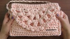 There is nothing additional elegant and comfortable than this very beautiful handbag so that we are going to teach you ways to crochet this absolutely attractive accessory. Crochet Crop Top, Crochet Lace, Crochet Stitches, Crop Top Pattern, Fashion Vocabulary, Beautiful Handbags, Sisal, Merino Wool Blanket, Diy And Crafts