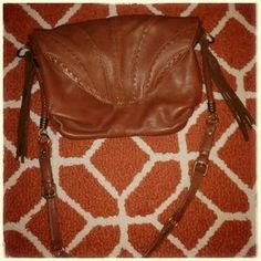 I just discovered this while shopping on Poshmark: Jessica Simpson cross body purse. Check it out! Price: $40 Size: OS