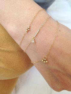 Bracelets fins plaqué or par CorailMenthe sur Etsy Trendy Jewelry, Dainty Jewelry, Cute Jewelry, Modern Jewelry, Jewelry Shop, Gold Jewelry, Fashion Jewelry, Jewellery, Jewelry Rings