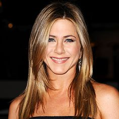 How old is Jennifer Aniston? Her age isn't evident in photos of the actress, who looks forever young. Jennifer Aniston's movies and TV. Peinados Jennifer Aniston, Jennifer Aniston Hair, Jennifer Aniston Photos, Jeniffer Aniston, Brown Hair With Highlights, About Hair, Great Hair, Hair Dos, Pretty Hairstyles