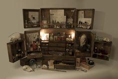 Cabinet de curiosités, need to make. Tattoo Studio, Cabinet Of Curiosities, Curiosity Shop, My Art Studio, Apothecary Cabinet, Decoration, Paranormal, Interior Design, Haunted Mansion